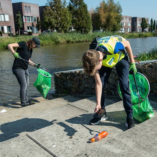 Op afvaljacht in en rondom het Schoenmakerspark in Etten-Leur.