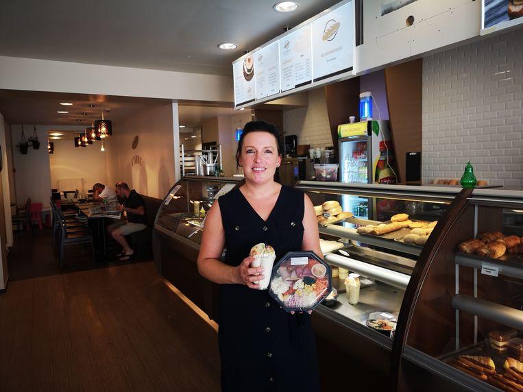 Meggie Vandendriessche in haar nieuwe broodjeszaak N'Yammie in de Marktstraat in Izegem.