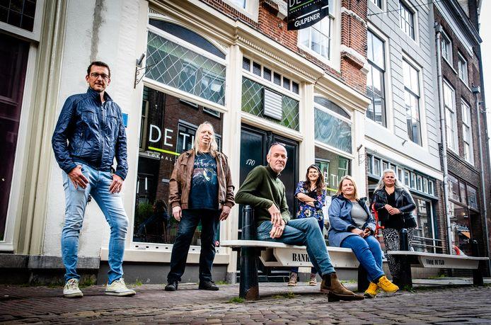 Horecaondernemers van de Voorstraat hopen dat zij terrassen kunnen openen op parkeerplaatsen en de stoep voor hun zaken.