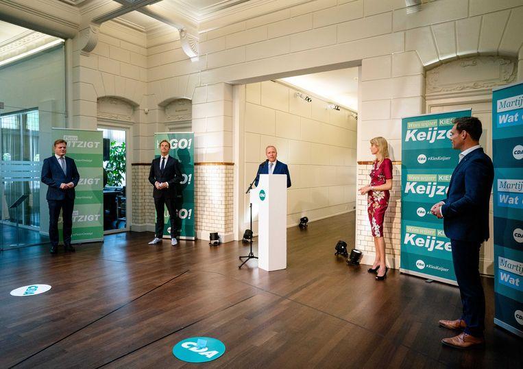 Hugo de Jonge, Pieter Omtzigt, Martijn van Helvert, Mona Keijzer en partijvoorzitter Rutger Ploum op het partijbureau tijdens de voordracht van het CDA van de nieuwe lijsttrekker van de partij.  Beeld ANP