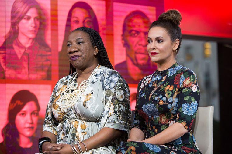 Tarana Burke en Alyssa Milano, twee vrouwen die de MeToo-beweging in gang zetten.  Beeld NBCU Photo Bank/NBCUniversal via