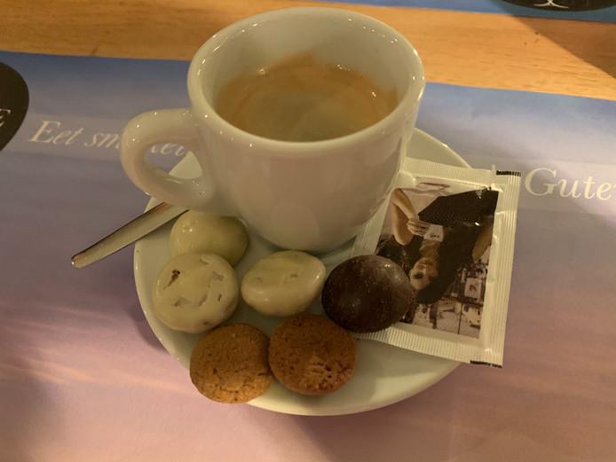 Koffie en espresso met chocopepernoten.