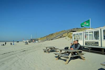 Warm weekend maar stranden blijven leeg