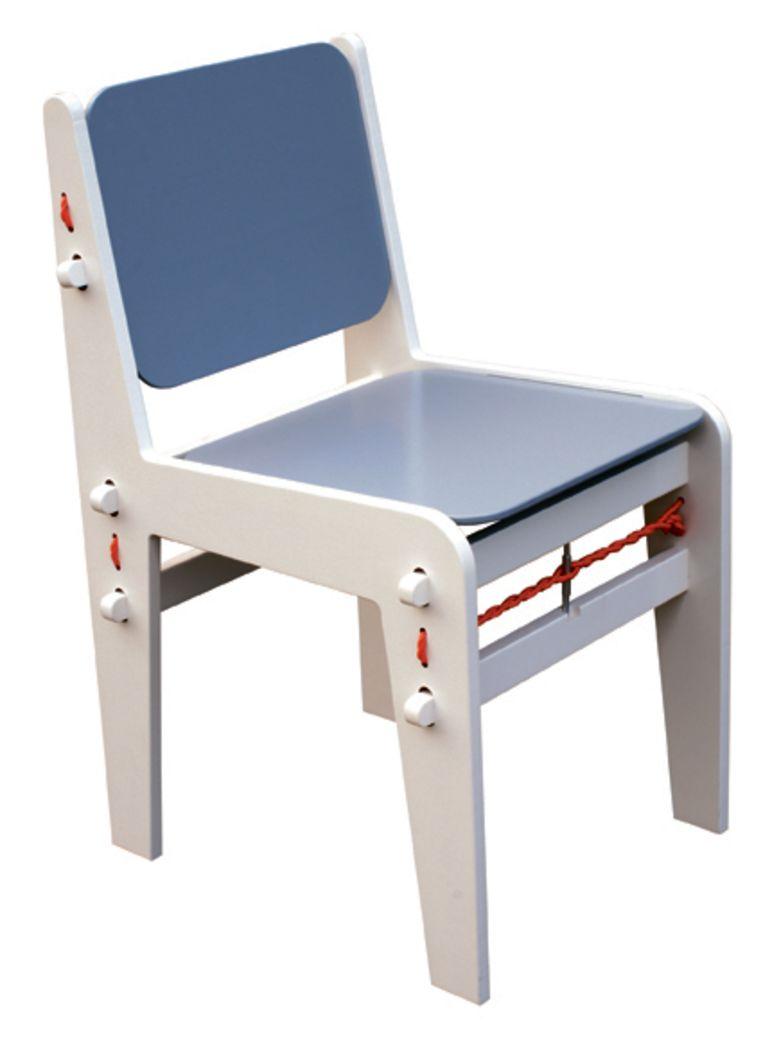 Het prototype van de eetkamerstoel zonder schroeven en lijm. De stoel zoals Hovers hem maakte voor zijn eindexamen Beeld Floris Hovers