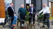 Gemeentebestuur maandlang met de fiets