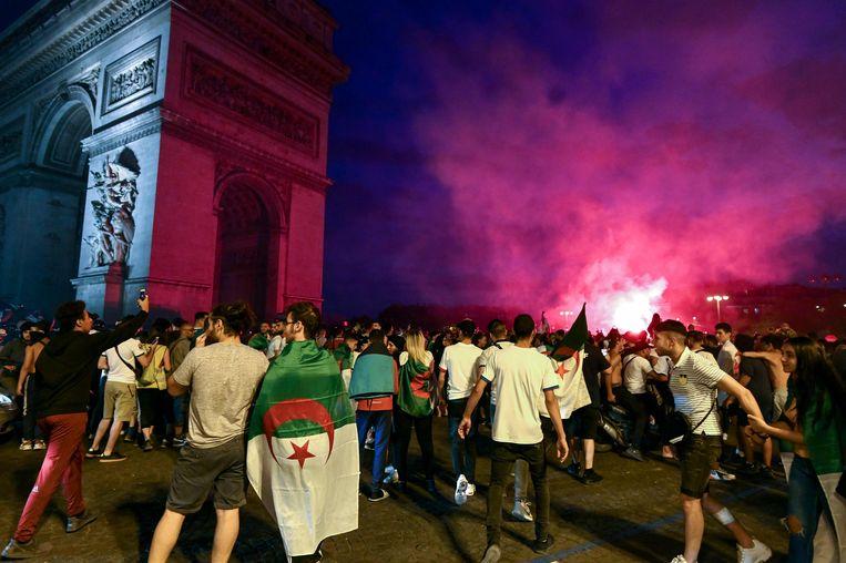 Ook in Parijs kwamen supporters van Algerije op straat en werd er geplunderd.