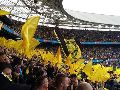 LIVE: De Kuip kleurt geel-zwart, ook De Markt kijkt massaal