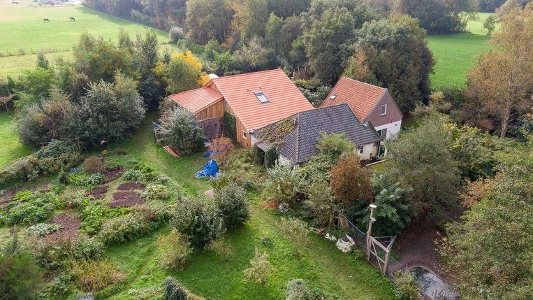 De boerderij in Ruinerwold waar een gezin met zes volwassen kinderen negen jaar leefde, afgesloten van de buitenwereld. Beeld EPA