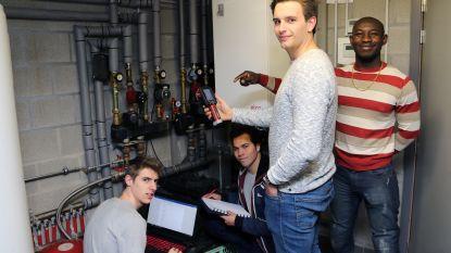 Studenten energietechnologie zoeken kappers- en welnesszaken voor screening