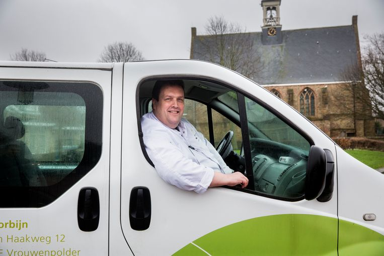Paul Corbijn, eigenaar van de Plus in Vrouwenpolder, won vier jaar geleden met vier loten. Hij heeft er onder andere een bus voor aangeschaft waarmee hij bejaarden ophaalt zodat zij nog een boodschapje kunnen doen in zijn Plus. Beeld arie kievit