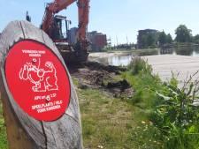 Gemeente Almelo plaatst bordjes: honden verboden bij Indiëvijver
