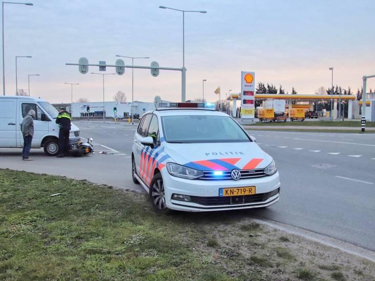Scooterrijder in Bergen op Zoom geschept door bedrijfsbusje
