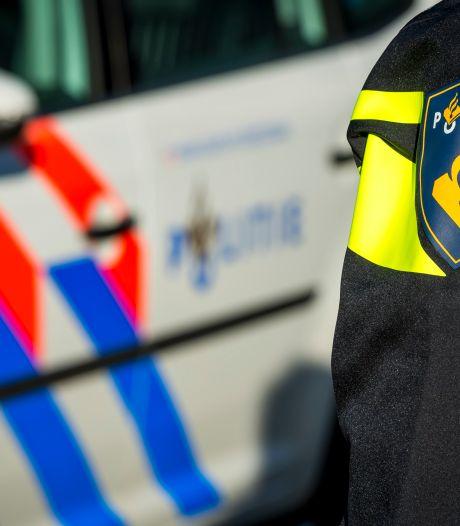 Auto rijdt door na aanrijding met fietser in Bleskensgraaf