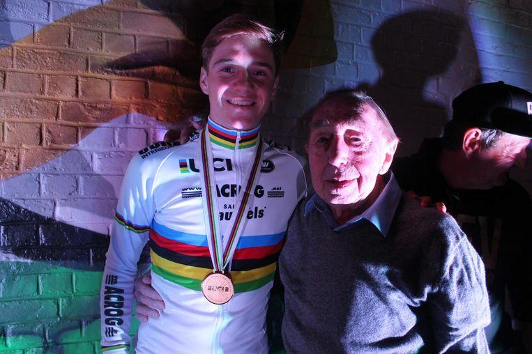 Met zijn oudste supporter: de 88-jarige Felix Goossens.