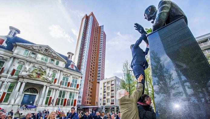 De herdenking van de moord op Pim Fortuyn op 6 mei 2015 bij de Pim Fortuynplaats op de Korte Hoogstsraat in Rotterdam. Op de sterfdag van Fortuyn werden de genomineerden voor de Pim Fortuyn Prijs bekendgemaakt.