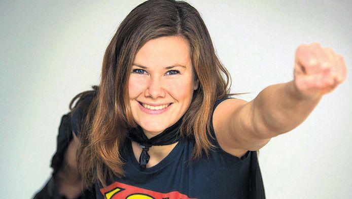 Rachel van de Pol in haar superwomanpak: 'Ik doe elke dag iets kleins, iets anders om de wereld een beetje leuker te maken.