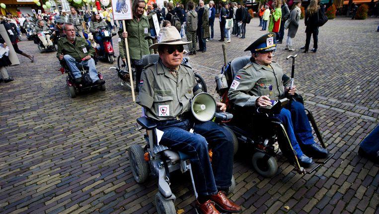 Gehandicapten demonstreren in Den Haag tegen de bezuinigingen op het persoonsgebonden budget. Beeld anp