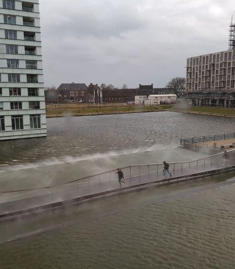 Even om de Hofvijver heen in plaats van erover: brug gesloten voor onderhoud