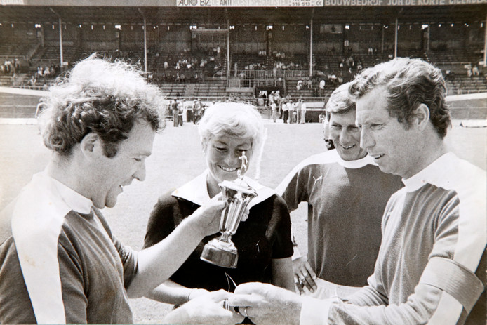 Cees Werkhoven (tweede van rechts) was van 1976 tot 1981 voorzitter van FC Utrecht.