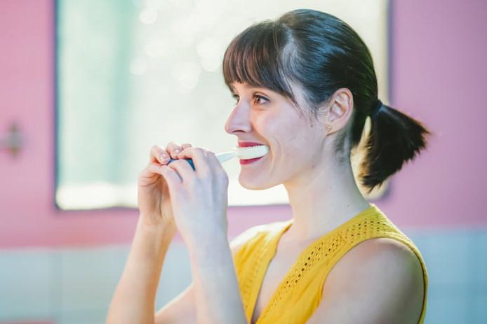 "La ""Y-brush"" permet de se brosser les dents en 10 secondes."