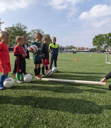 Corona beheerst de Haaksbergse voetbalvelden; Bon Boys zet handhavers in