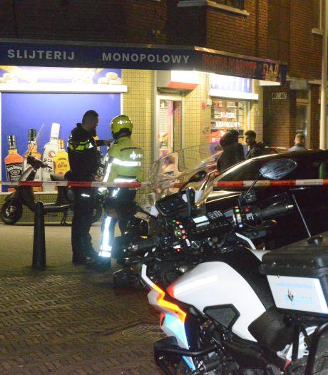 Drie mannen plegen gewapende overval op avondwinkel, verdachten op de vlucht geslagen
