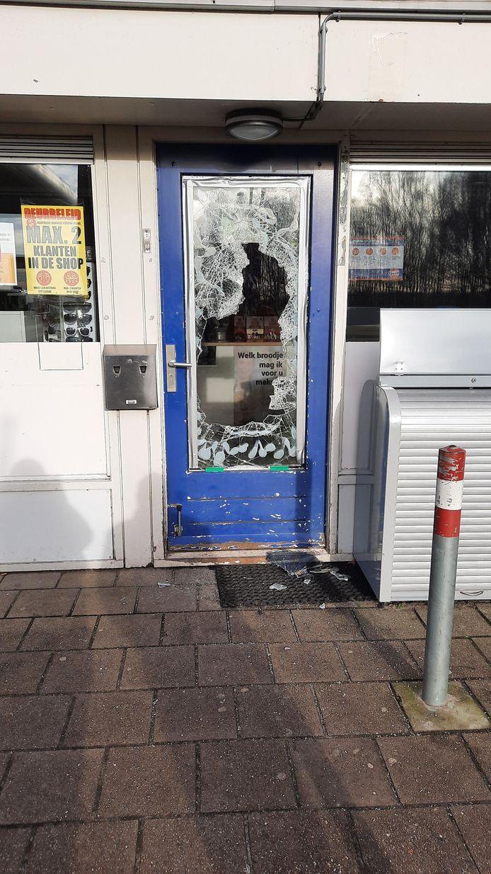 Voor drie inbrekers in Vriezenveen loonde misdaad niet: ze werden direct na de inbraak in het Gulf-tankstation aan de N36 in de kraag gevat.
