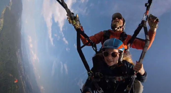 Elke Verhoeven (13) verloor telefoon op 2500 meter hoogte maar vond hem terug naast haar caravan in Oostenrijk.
