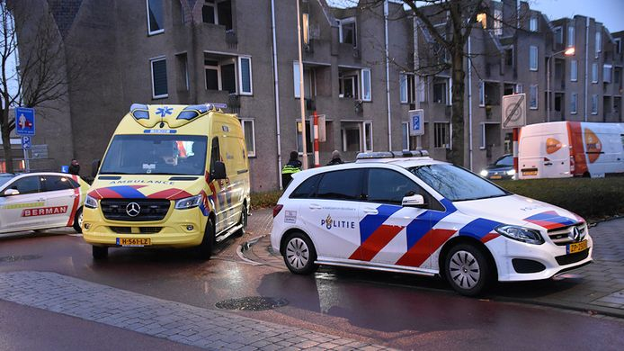 De fietser werd met een ambulance naar het ziekenhuis gebracht.