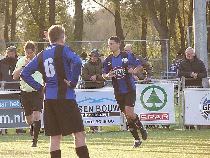 Henri Versteeg (rechts) viel in en bezorgde GRC 14 drie punten. (archieffoto)