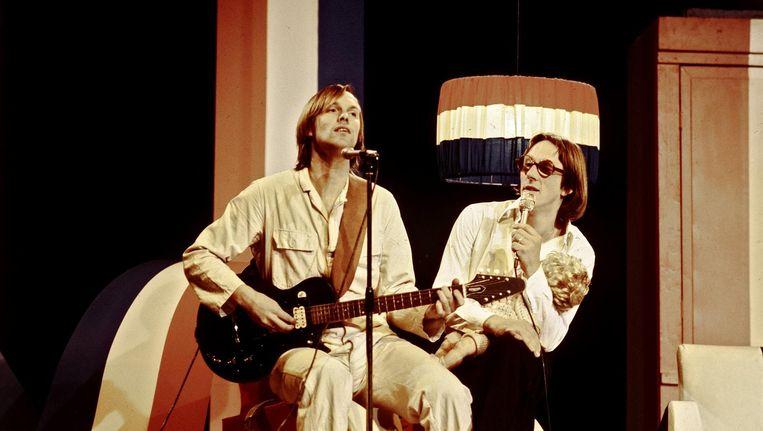 Bram Vermeulen en Freek de Jonge als cabaretduo Nederlands Hoop In Bange Dagen in 1978. Beeld anp