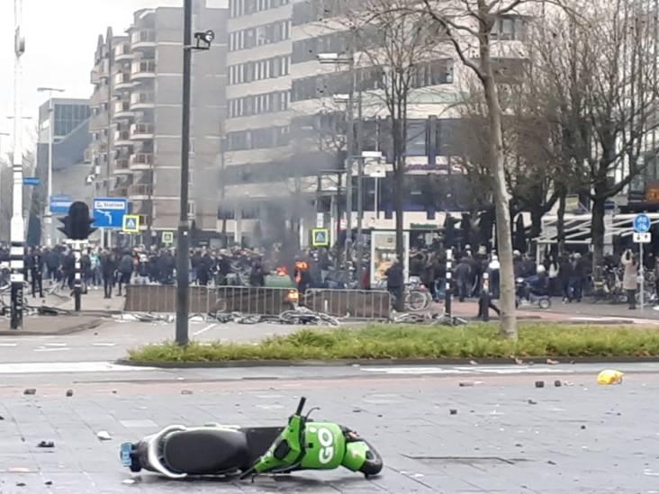 Rookbommen, waterkanonnen, traangas en geplunderde winkels: de rellen in beeld