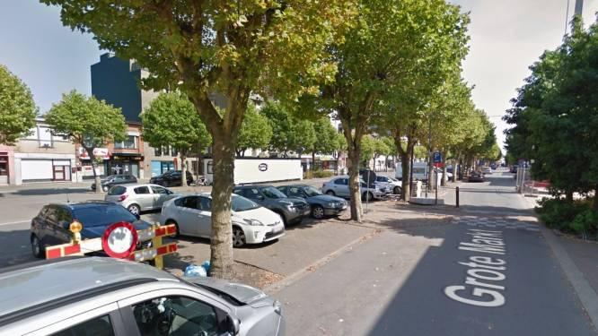 """Man dreigt van flatgebouw te springen tijdens maandagmarkt in Zelzate, politie: """"Stijging aantal zelfmoordpogingen"""""""