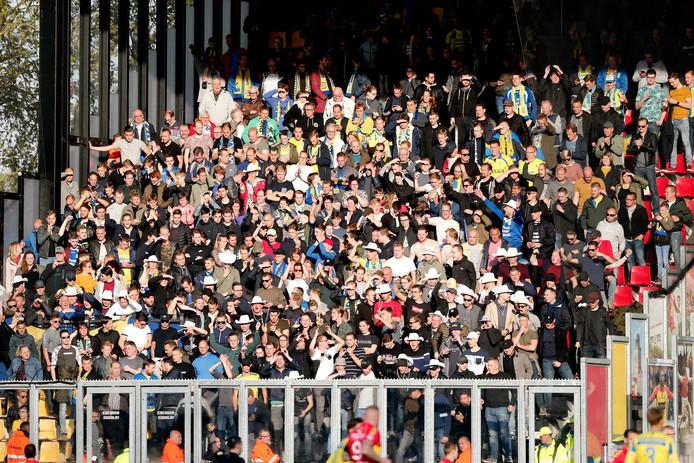 Supporters tijdens de wedstrijd in het uitvak.