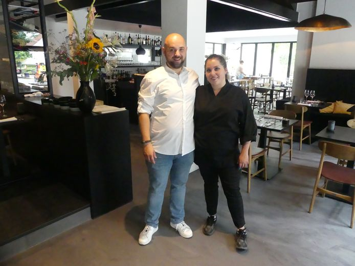 Jan Desmidt en Sophie Gerinaert in hun nieuwe zaak Chez Jean in Sint-Martens-Latem.