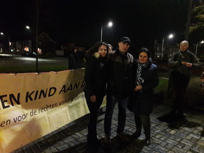 Demonstranten voor het kinderpardon in Rijen.