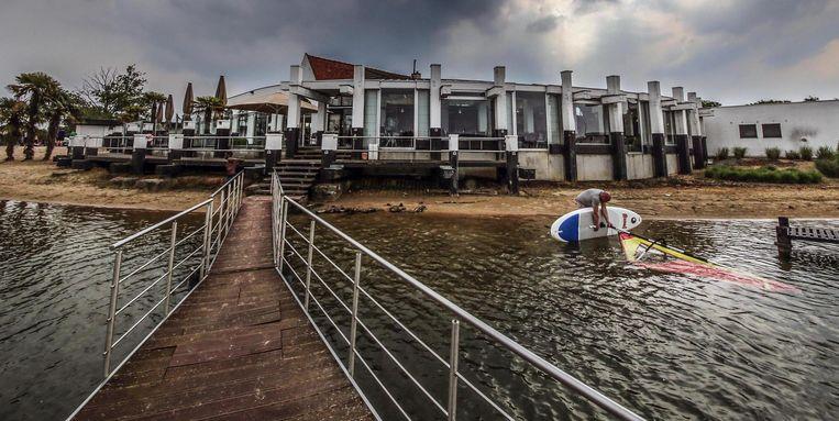 De waterpartij aan restaurant-feestzaal Vijverhof.