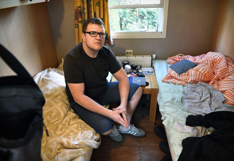 Damian Widłaś in het chalet in Heeswijk-Dinther waarin vier arbeidsmigranten worden gehuisvest door een uitzendbureau. Beeld null