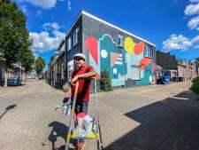 Grijs en grauw maakt plaats voor kleur, weer een Tilburgse muurschildering: 'Dit smaakt naar meer'