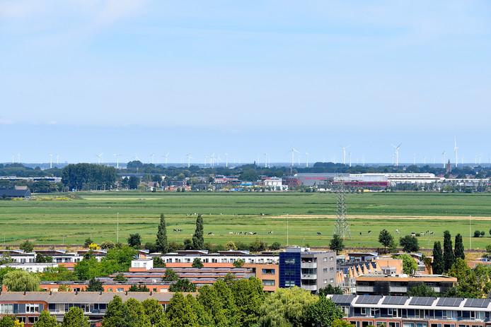 Blik vanuit Amersfoort op de windmolens achter Bunschoten. Bewoners sluiten niet uit dat ze de bromtonen veroorzaken.