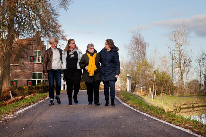 Bij Ans van Vulpen, Liesbeth de Koning, Pia van Zaal en Toinette van Waterschoot.