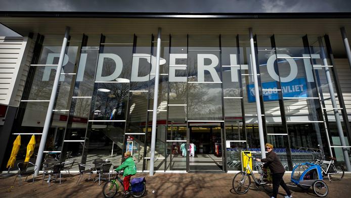 De vernieuwde entree van winkelcentrum De Ridderhof