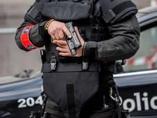 Belg ziet politie live huis binnenvallen vanaf vakantieadres