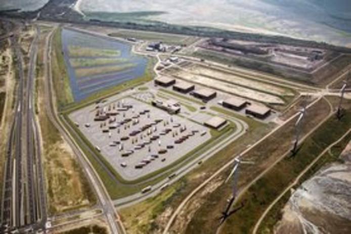 De enorme vrachtwagenparkeerplaats op de Maasvlakte waar Hercuton uit Nieuwkuijk de grootste wasstraat voor trucks van het land gaat bouwen.