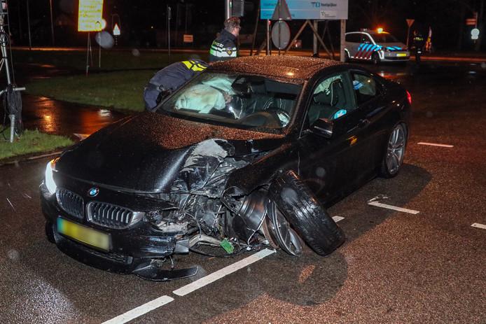 De auto liep bij de crash in Emmeloord flinke schade op.