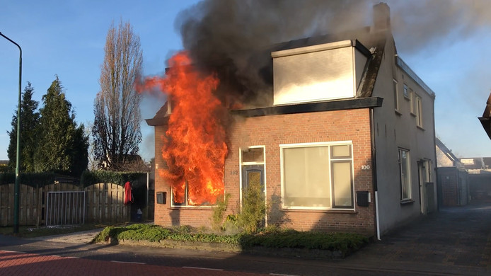 Uitslaande woningbrand Prinsenbeek.