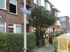 Twee bewoners naar ziekenhuis door vlammen in Uddelstraat: 'Op meerdere plekken in de woning werd brand ontdekt'