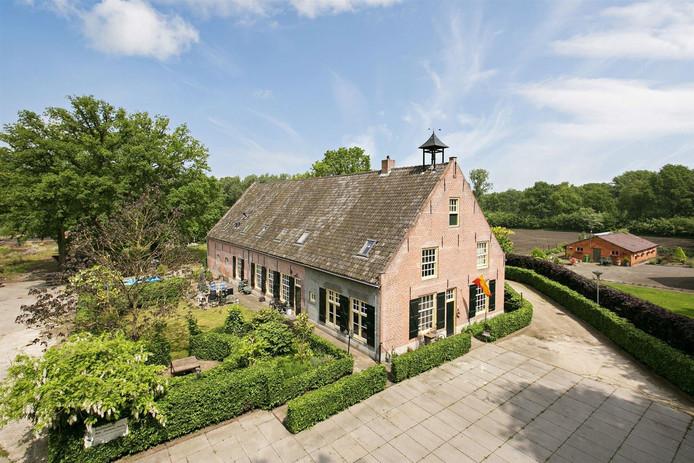 Behoefte aan ruimte? Dit huis heeft de meeste kamers van alle deelnemende woningen. Deze woonboerderij in Klein Zundert herbergt er 18. Voor 895.000 euro mag het van eigenaar wisselen.