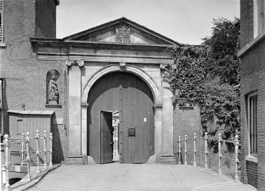 De ingang naar het voormalige GZG-klooster
