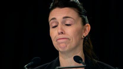 """Emotionele premier Nieuw-Zeeland biedt excuses aan familie vermoorde Britse toeriste aan: """"Kiwi's zijn beschaamd"""""""